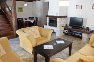 villa maruka-living room